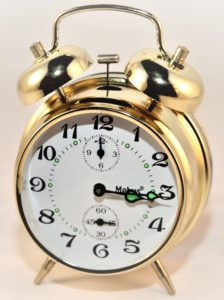 Picture showing a clock displaying 15 minutes past the hour.