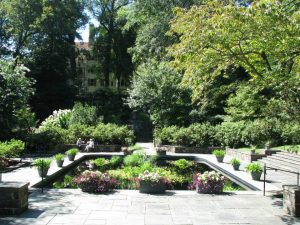 Picture of the Winterthur grounds.